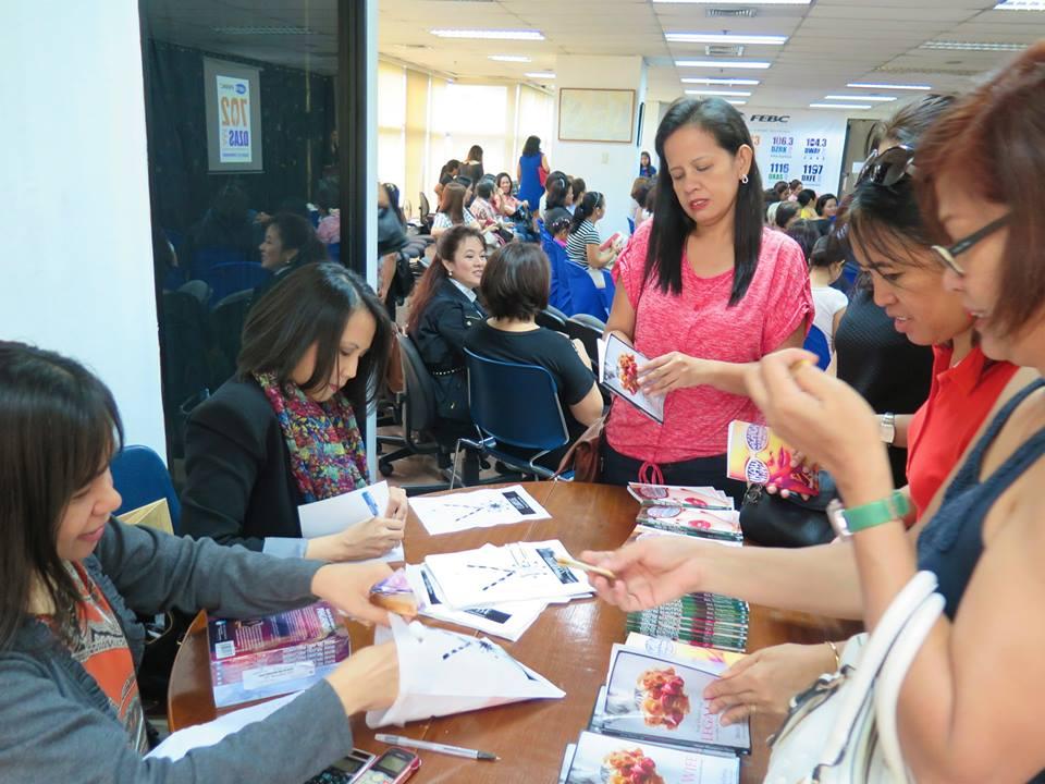 Malu signing books at 702 DZAS