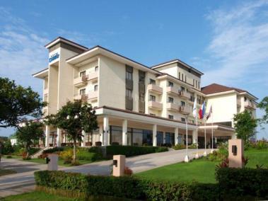 Hotel Kimberly Driveway