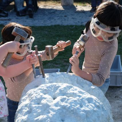 mai-kids-hammering